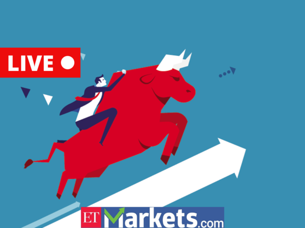 <div>sensex today: Fag-end buying drives Sensex 447 points higher, Nifty above 14,900; M&M, Bajaj Auto rise up to 5%</div>
