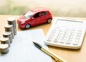 Which valuation ratios can help identify the best auto stocks