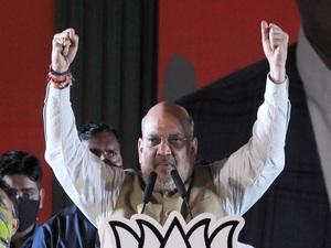 Shah calls Rahul 'tourist politician', blames Mamata for denial of citizenship to Matuas