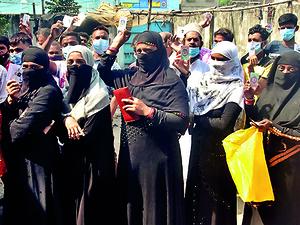 Test for Mamata Banerjee as polls enter Muslim belt