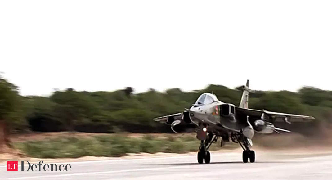 Rajnath, Gadkari inaugurate emergency landing strip for IAF planes on national highway in Barmer thumbnail
