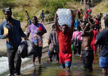 500 Haitians reported walking through Mexico toward US