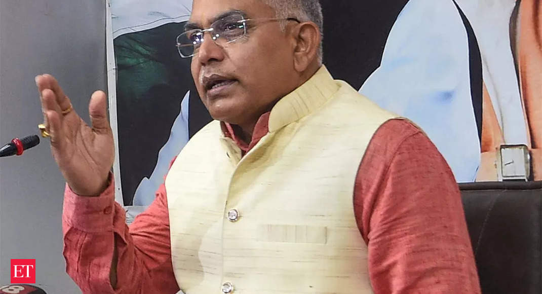 Kolkata Police arrests eight persons in connection with the scuffle during Dilip Ghosh's campaign in Bhabanipur thumbnail