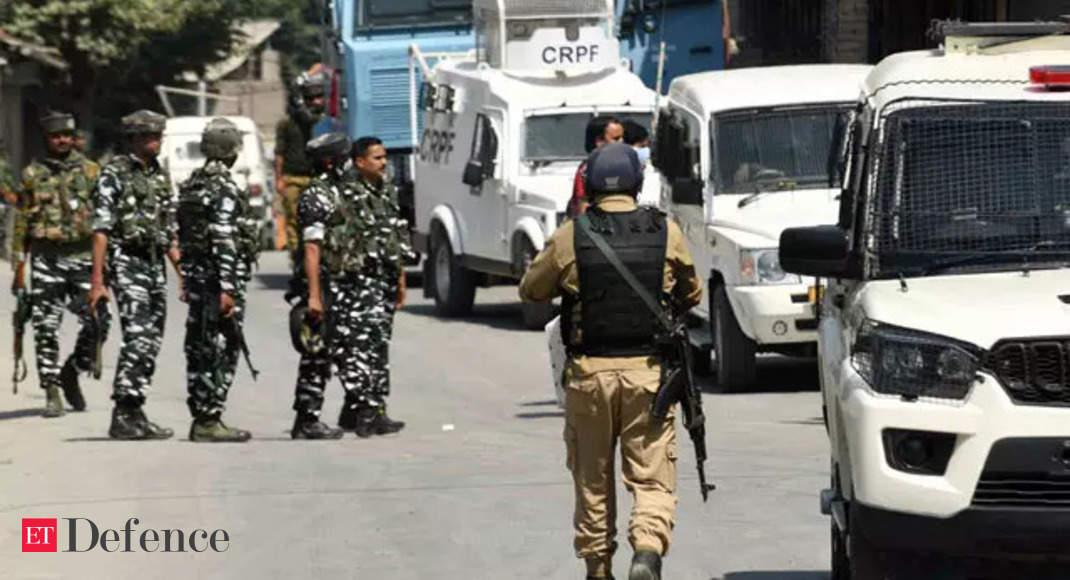 J&K: Lashkar-e-Taiba terrorist nabbed in Pulwama, arms and ammunition recovered thumbnail