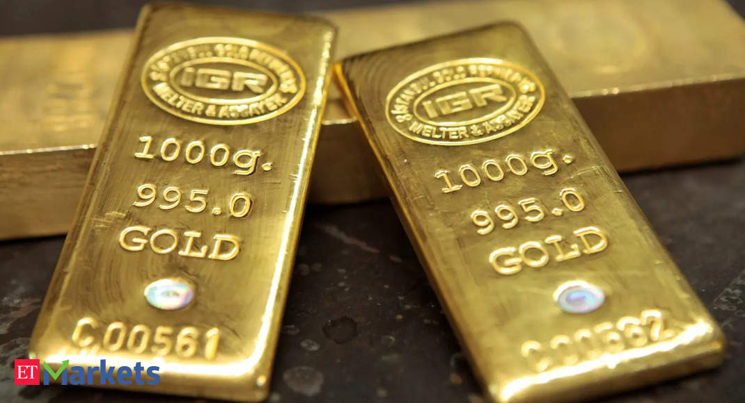 Gold rate today: Yellow metal loses sheen, silver attempts to top Rs 61,000