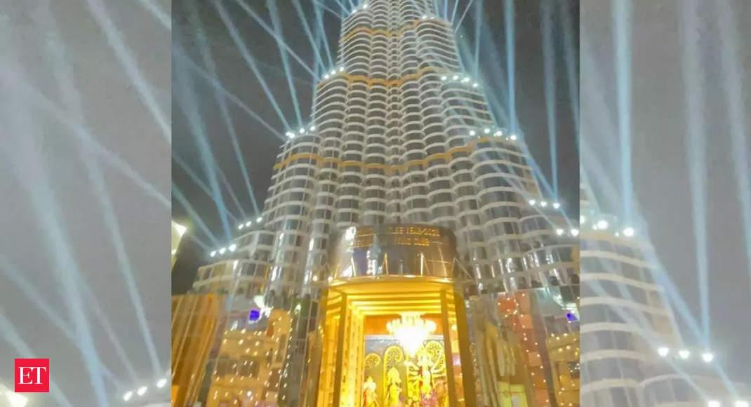 Complaints from pilots? Laser show at Kolkata's 'Burj Khalifa' pandal stopped thumbnail
