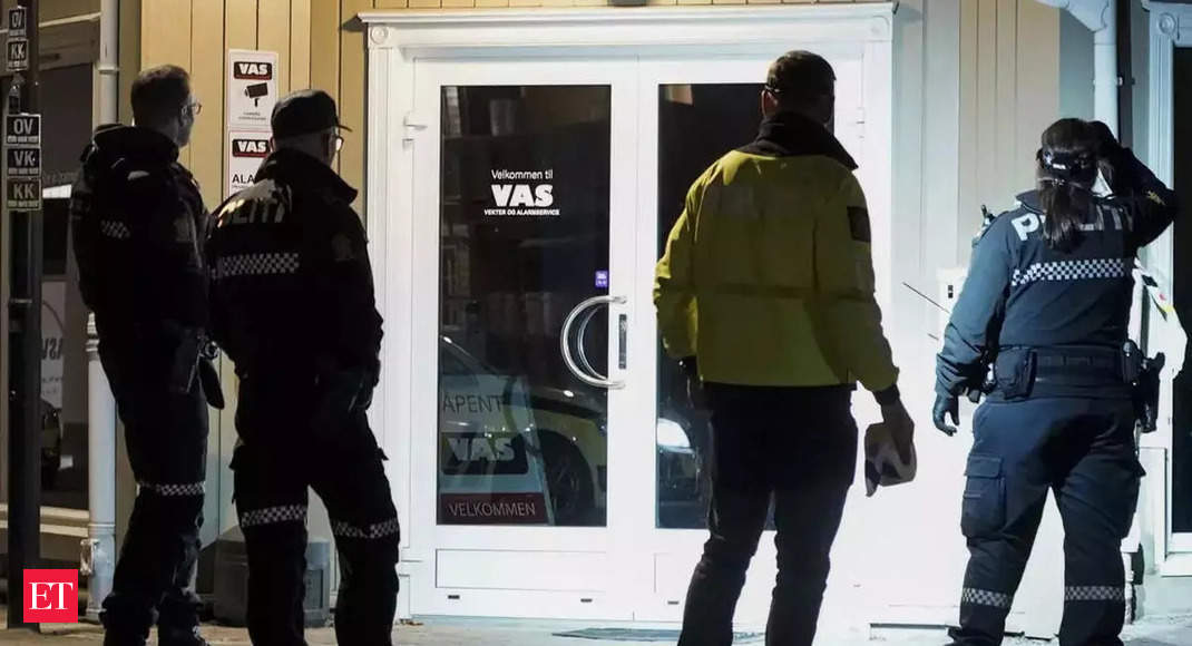 Assailant with bow and arrows kills five people in Norway