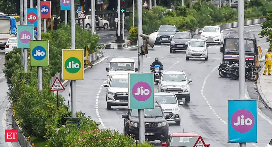 Jio tops 4G chart with 20.9 Mbps download speed in September: TRAI thumbnail