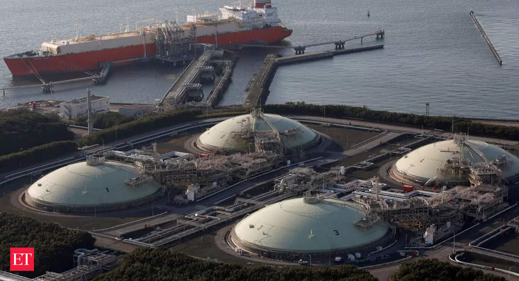 Petronet sees LNG price surge spurring long-term contracts thumbnail