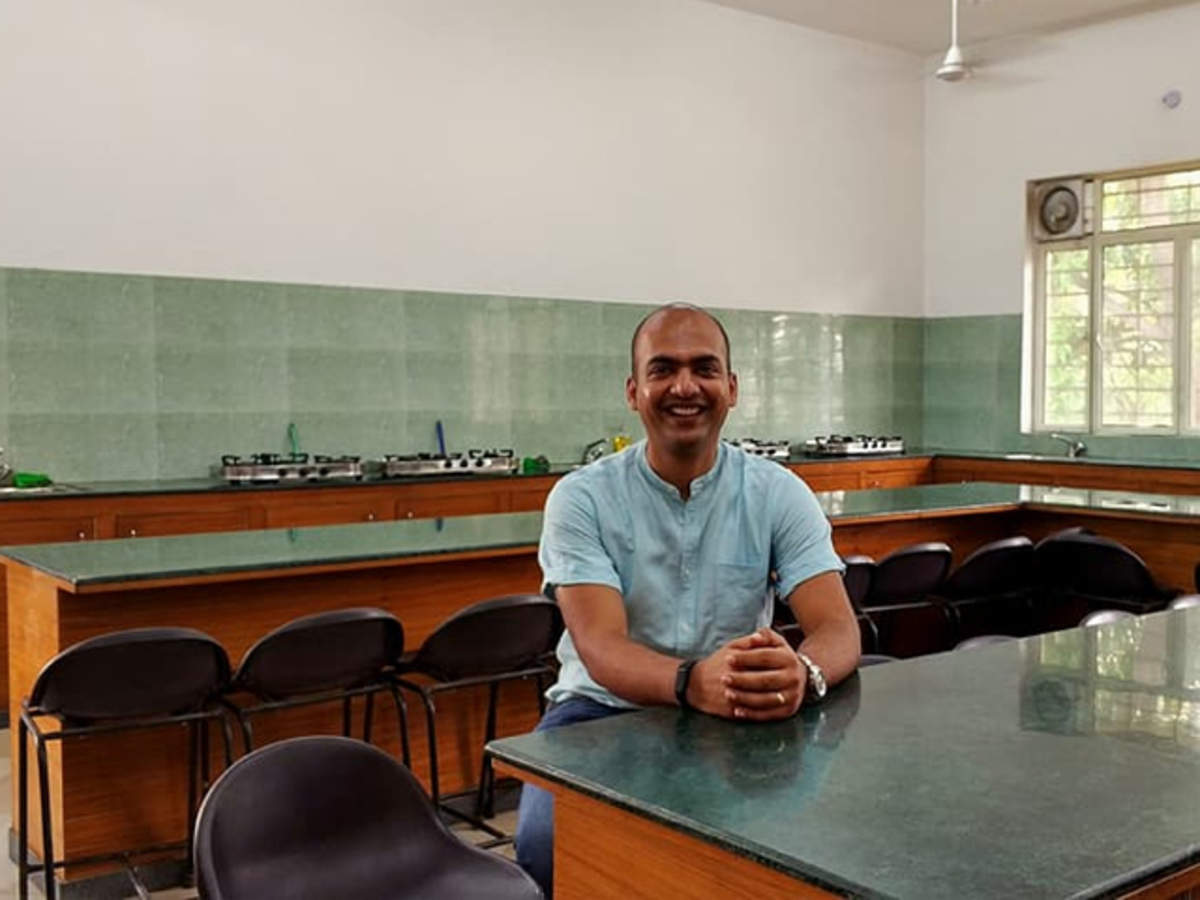 Xiaomi India Back In The Classroom When Manu Kumar Visited His School In Meerut After 20 Years The Economic Times