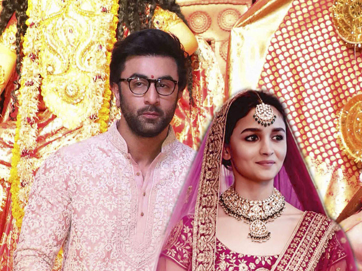 Ranbir Kapoor Alia Bhatt Wedding Card: No, Alia Bhatt & Ranbir Kapoor aren't getting married. Fake wedding card goes viral, & fans can't keep calm - The Economic Times