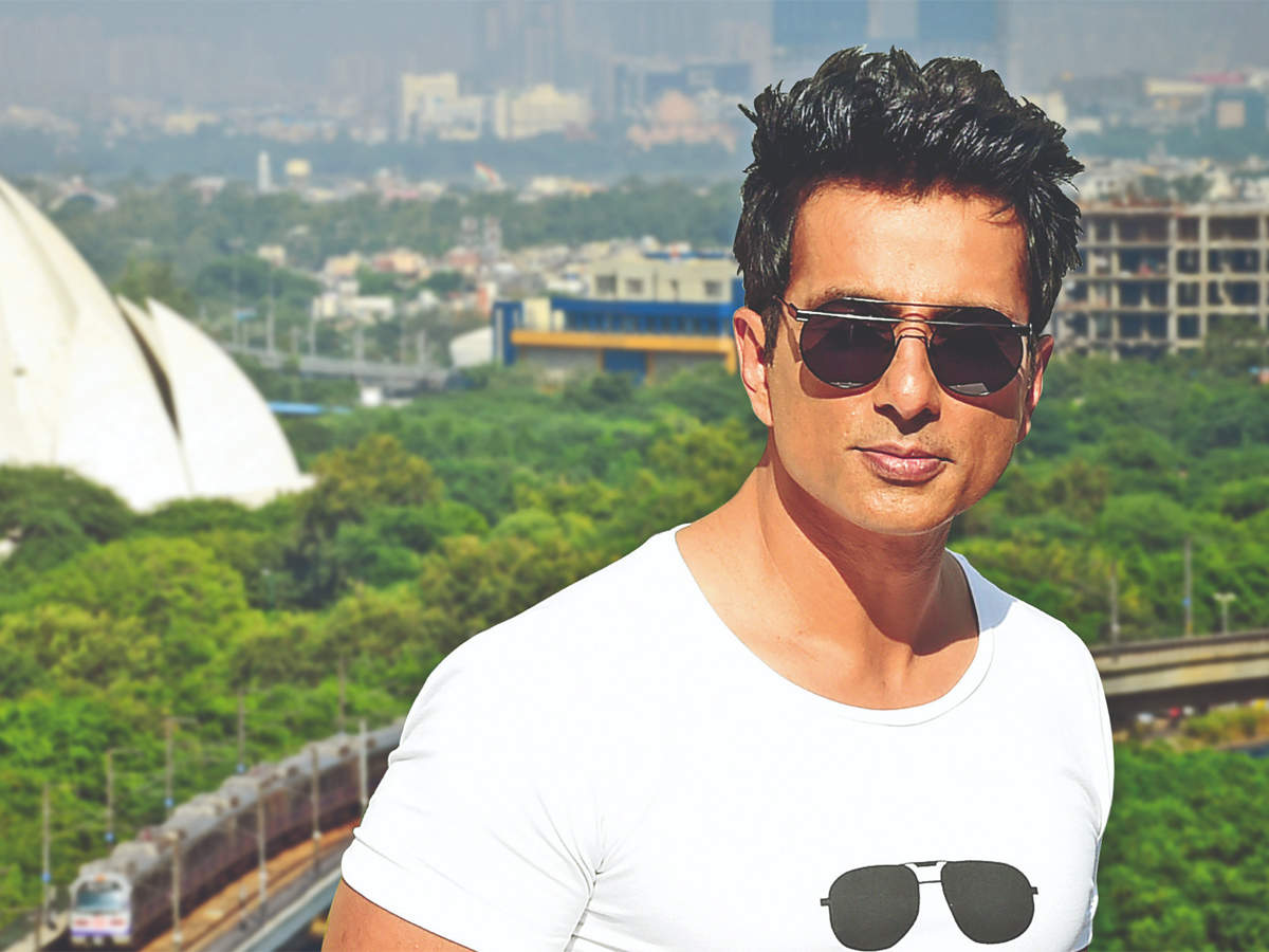 Sonu Sood offers his hotel for healthcare workers to stay amid coronavirus  outbreak, calls them 'real heroes' - The Economic Times