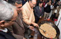Arun Jaitley participates in 'halwa' ceremony ahead of Union Budget