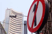 Sensex falls by 216 pts, Nifty ends at 11,914; IT, bank stocks drag