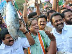 In Thiruvananthapuram, Shashi Tharoor battles Rajasekharan dare