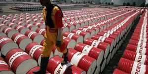 क्रूड ऑयल प्राइस टुडे: कच्चे तेल में गिरावट, अमेरिका में भंडार बढ़ने का असर