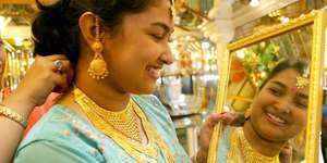 त्योहारी सीजन में भी गायब हुए सोने के खरीदार, ऊंचे भाव का असर