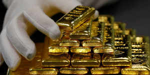 Gold steady on global growth concerns, but firm dollar dents appeal