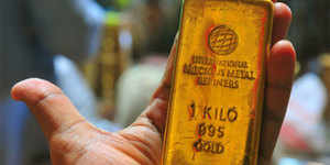 Gold weakens on muted demand