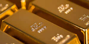 Gold little changed as US-China trade uncertainty lingers