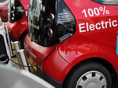 Transition to EVs from hybrid autos won't be smooth: Niti Aayog VC