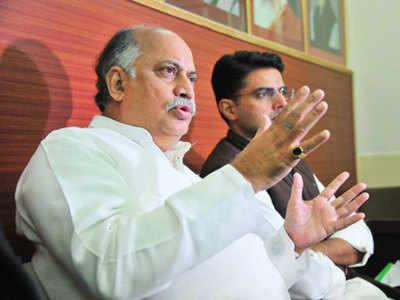Ex-Union Minister Gurudas Kamat dead