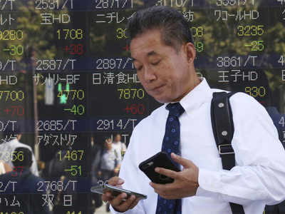 Asia stocks gain, dollar sags as Fed reinforces rate cut expectations