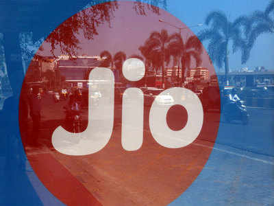Reliance Jio plans price cut, more apps to revive its handset sales