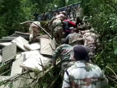 Watch: ITBP personnel rescue 2 Indian Army jawans in Uttarakhand's Auli