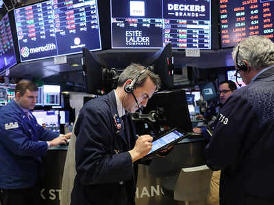 S&P 500 ends lower as investors eye stimulus impasse