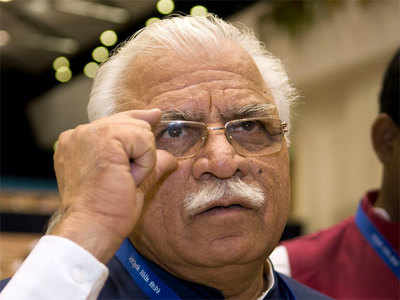 Protesting farmers show black flags to Haryana CM in Ambala