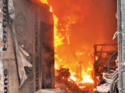 Major blaze at slum in Kolkata's Bagbazar