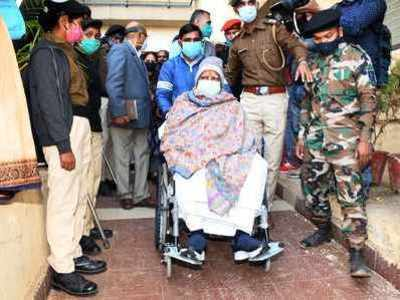 Lalu Yadav airlifted to Delhi's AIIMS for treatment