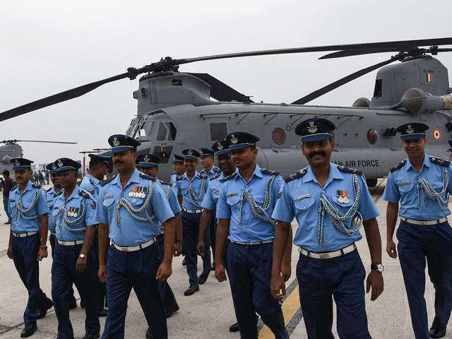 Chinook india: 12 IAF pilots underwent