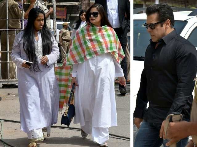 c682da451ba1b Women of the Khan family showed up in full support during the court  proceedings. Times Now also reported that the sisters Arpita (left) and  Alvira Khan were ...