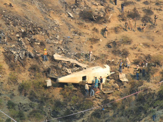 Plane Crash In Pakistan Probe Launched Into Pakistan Plane Crash Pia Blames Engine Failure
