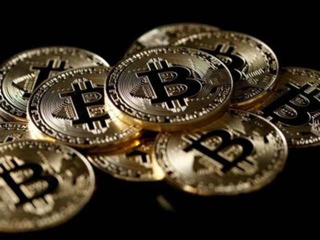 difference between bitcoin and bitcoin futures