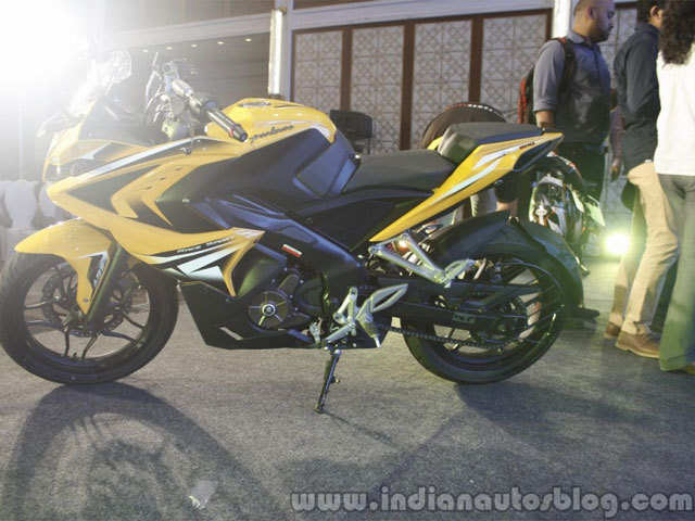 Bajaj Auto motorcycle sales dips 22% in March - The Economic Times