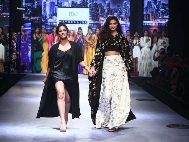 Masaba Gupta At The Amazon India Fashion Week Ss17 Chic Classy And For The Strong Powerful Woman The Economic Times